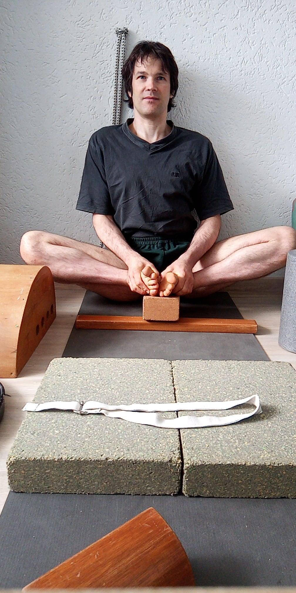 Iyengar Yoga in München - Sascha Kovacevic - Yogalehrer in München