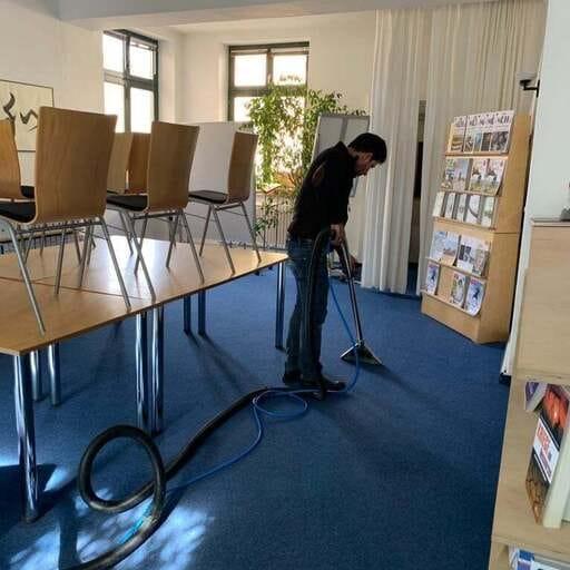Reinigungskraft statt bloßer Haushaltshilfe - Margret Weber – Facility Management in München
